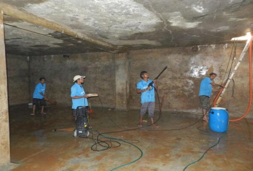Thau rửa bể nước tại Định Công 0976544885 | co so ve sinh bon inox, bon nhua uy tin gia re
